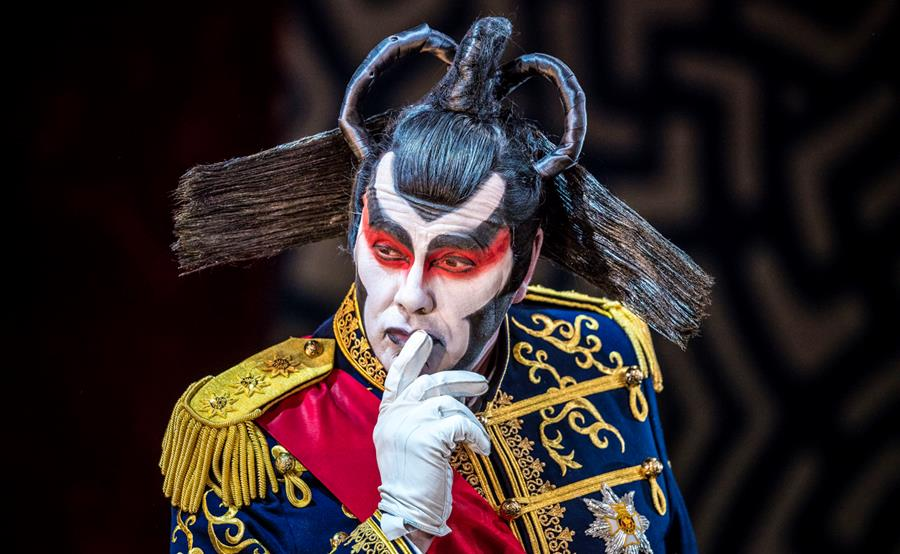 Stephen Richardson as The Mikado. Scottish Opera and D'Oyly Carte 2016. Credit James Glossop._1.jpg
