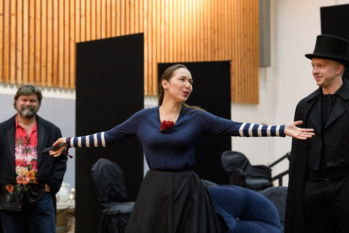 Gulnara Shafigullina and Alex Otterburn in rehearsals for La traviata. Scottish Opera 2017. Credit Jane Hobson..jpg
