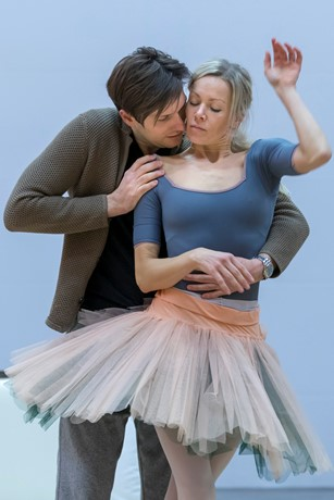 Samuel Dale Johnson and Eve Mutso in rehearsals for Eugene Onegin. Scottish Opera 2018. Credit James Glossop. (2).JPG